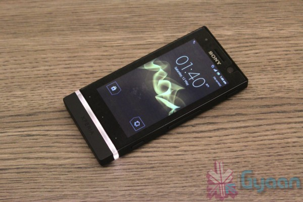 sony-xperia-u-hands-on-9